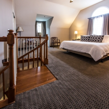 2 Story Bridal Suite-King Bed